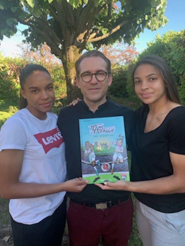 Laurent Cascarino présente avec ses deux filles jumelles Estelle et Delphine sa première BD consacrée au football et à l'OL.