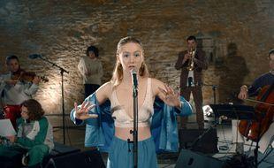 La jeune chanteuse rennaise Jeanne Bonjour a repris le titre Cabeza du rappeur Oboy dans une version lyrique.