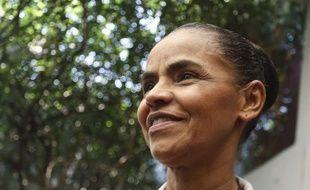L'écologiste brésilienne Marina Silva annonce son soutien à l'opposant social-démocrate Aecio Neves, rival de la présidente de gauche Dilma Rousseff, pour le second tour de la présidentielle, à Sao Paulo le 12 octobre 2014