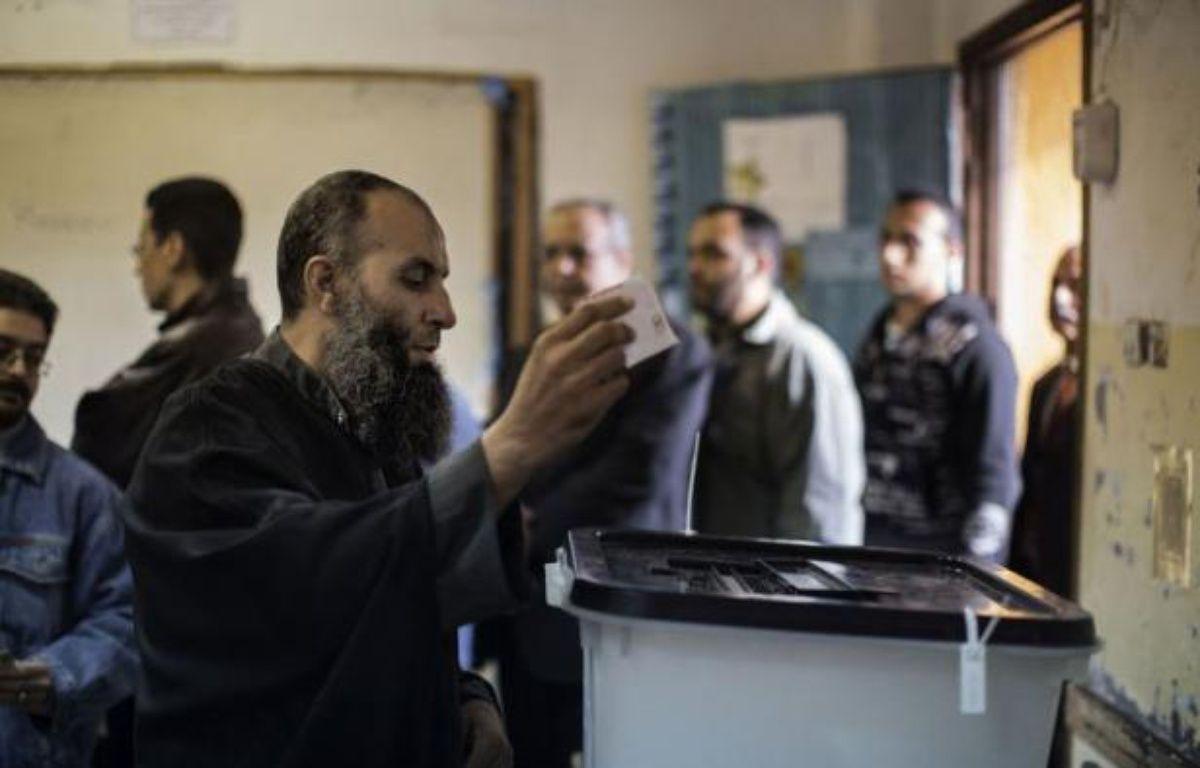 Les Egyptiens ont commencé à voter samedi matin pour ou contre un projet de Constitution qui divise profondément le pays et a provoqué de nombreuses manifestations et des affrontements. – Marco Longari afp.com