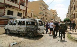 Des forces de sécurité d'une milice chrétienne sur les lieux d'une attaque à la bombe le 19 juin 2016 à Qamishli