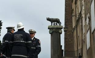 Des policiers à Rome, en Italie, le 5 décembre 2014.