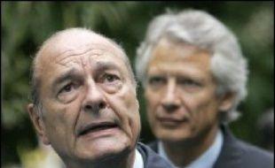 Atteint par l'affaire Clearstream, Jacques Chirac est pour la première fois sorti mercredi de sa réserve pour tenter d'enrayer un scandale qui menace la fin de son mandat.