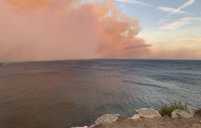 Une témoin a photographié les fumées au-dessus de la mer, à Martigues.