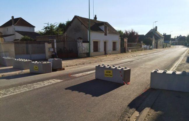 Des Mobi'blocs sur une chaussée.