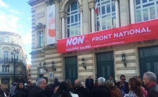 La banderole anti-FN a été dévoilée mercredi.