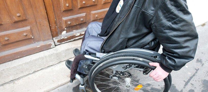Les personnes en situation de handicap peuvent perdre leur AAH si leur partenaire gagne plus de 2.000 euros de revenus.