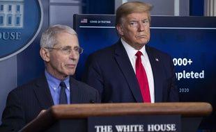 Le docteur Anthony Fauci et Donald Trump, à la Maison-Blanche le 17 avril 2020.
