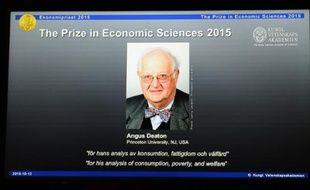 L'Américano-Britannique Angus Deaton a remporté le prix Nobel d'économie, le 12 octobre 2015, pour ses recherches sur la consommation, en particulier celle des pauvres