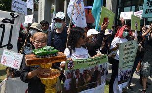 Une manifestation prodémocratie à Bangkok, le 13 mars 2020.