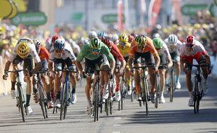 Le sprint pour terminer l'étape du Tour.