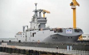 Les chantiers STX France de Saint-Nazaire ont procédé mardi devant de hauts responsables militaires et industriels russes et français à la mise à flot du Vladivostok, premier des deux navires militaires construits par la France pour les Russes, dans le cadre du contrat signé en 2011 entre la Russie et le constructeur naval DCNS.