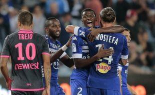 Les Bastiais jubilent après l'ouverture du score de Sadio Diallo (numéro 2) face au TFC d'Oscar Trejo, le 10 septembre 2016 à Furiani.