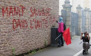 De nombreuses façades de bâtiments ou d'agences ont été dégradées lors de la manifestation sauvage ce jeudi à Rennes.