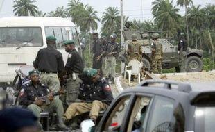 Des hommes armés ont enlevé six étrangers à bord d'un pétrolier dans l'Etat de Bayelsa, dans le sud du Nigeria, et réclamé une rançon d'environ un million d'euros, a déclaré mercredi la police.