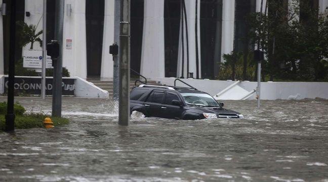 L'avenue Brickell sous les eaux à Miami, le 10 septembre 2017. – Mike Stocker/AP/SIPA