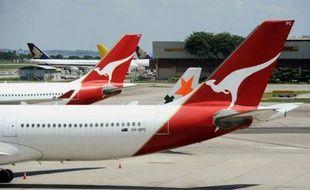 La compagnie aérienne australienne Qantas a annoncé dimanche que tous ses avions resteraient cloués au sol jusqu'à lundi midi heure locale (01H00 GMT) au moins, en raison du conflit social qui affecte son activité depuis des semaines.