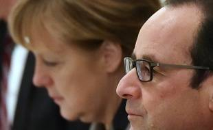 French President Francois Hollande (R) and German Chancellor Angela Merkel (L) attend a meeting with the Ukrainian president in Kiev on February 5, 2015. Angela Merkel and Francois Hollande touched down in Kiev on February 5 with a new peace plan to stop an upsurge in fighting in east Ukraine. AFP PHOTO / SERGEI SUPINSKY