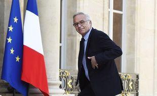 Le ministre du Travail, Francois Rebsamen  devant l'Elysée le 13 avril 2015.