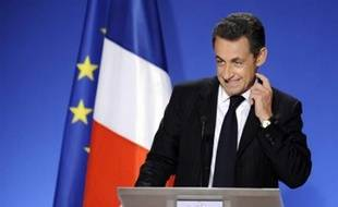 """Nicolas Sarkozy a déclaré mercredi souhaiter qu'""""un tiers"""" des profits des entreprises soit réservé aux salariés, les mêmes proportions allant aux actionnaires d'une part et à l'investissement d'autre part, assurant qu'il ne """"se désintéresse"""" pas du thème du pouvoir d'achat."""