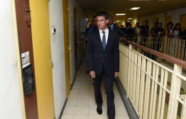 Prison de Nîmes (Gard), le 8 août 2016. Manuel Valls, le Premier ministre, annonce un plan pour lutter contre la surpopulation carcérale.