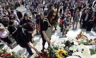 Des milliers de Serbes se sont rendus dans le centre de Belgrade pour rendre hommage à Brice Taton