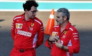 Mattia Binotto (à gauche) va remplacer Maurizio Arrivabene (à droite) à la tête de Ferrari.