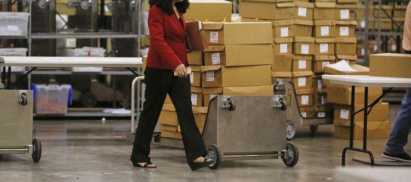 Des cartons de bulletins en Floride vont être recomptés à la main pour l'élection au Sénat.