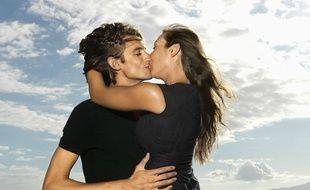 Quand on se met en couple, la question des IST et de l'arrêt du préservatif finit par se poser.