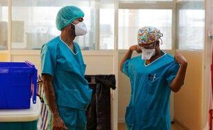 Des soignants en Guadeloupe aux Abymes, le 9 avril 2020.