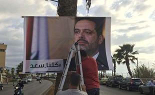 À Beyrouth, le 9 novembre, des Libanais affichent une photo du premier ministre Hariri avec la mention
