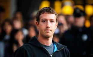Le patron de Facebook, Mark Zuckerberg, et son célèbre sweat à capuche.