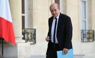 Le ministre de la Défense, Jean-Yves Le Drian, arrive à l'Elysée, le 15 novembre 2015 à Paris