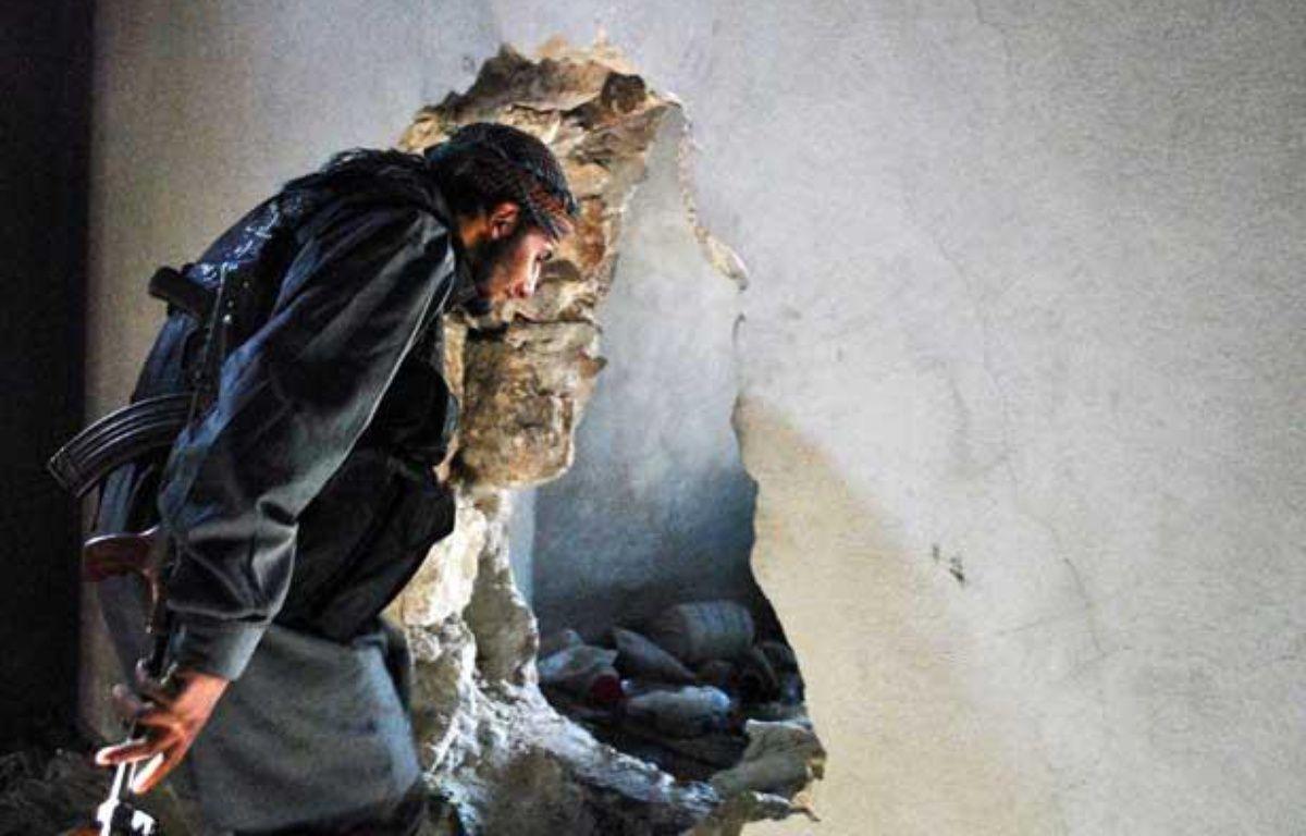 Un combattant syrien opposant au régime de Damas à Alep en Syrie. – MUSTAFA ALI/SIPA