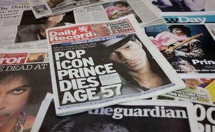 La mort de Prince a fait la Une des médias du monde entier, le 22 avril 2016 - ici, des journaux britanniques.