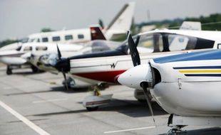 Des avions de tourisme