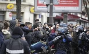 Ce jeudi matin, près du lycée Voltaire (11e arrondissement)