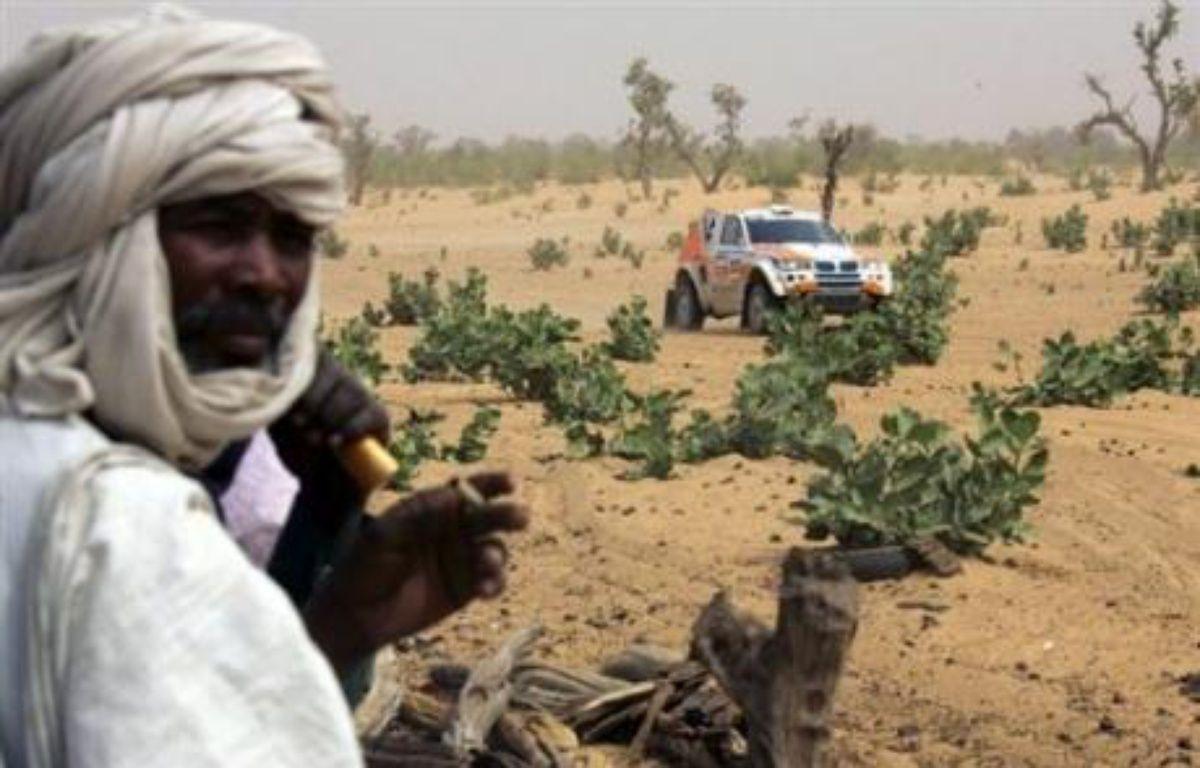 """L'attaque, qualifiée d'""""odieuse"""" par le Premier ministre mauritanien Zeine Ould Zeidane, est survenue moins de dix jours avant le départ du rallye-raid Dakar-2008, qui prévoit huit étapes en Mauritanie. – Damien Meyer AFP/Archives"""