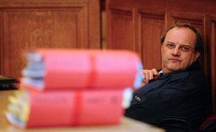 Le parquet a requis jeudi 20 ans de réclusion criminelle à l'encontre du docteur Jean-Louis Muller, l'accusant d'avoir maquillé en suicide le meurtre de sa femme en 1999, lors de son troisième procès d'assises, à Nancy.