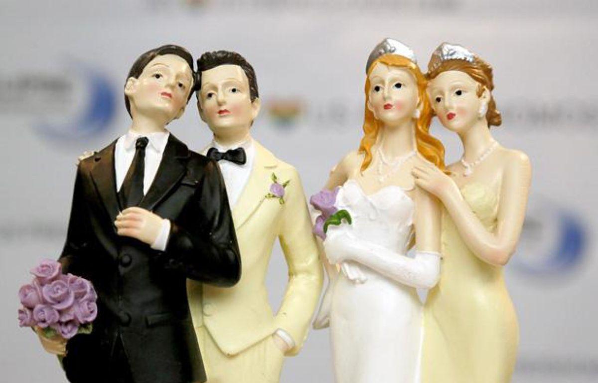 Illustration: Des figurines exposées lors d'un salon du mariage homosexuel, à Paris, le 27 avril 2013. – JDD/SIPA