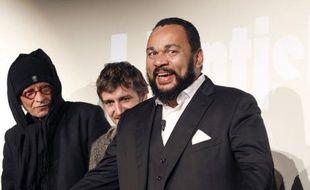 """Dieudonné a présenté dimanche en avant-première, dans son théâtre de la Main d'or et sur invitation, son premier long-métrage intitulé """"L'antisémite"""" dont il joue le rôle principal."""