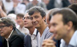 """David Assouline, porte-parole du PS, a jugé dimanche qu'il y avait une différence """"manifeste"""" entre Jean-Luc Mélenchon, """"dans une posture de combat"""" face au gouvernement, et le Parti communiste, son allié au sein du Front de gauche, qui """"ne se considère pas dans l'opposition""""."""