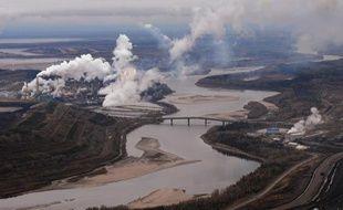 L'exploitation à ciel ouvert des sables bitumineux d'Athabasca dans la province de l'Alberta, à l'ouest du Canada, serait deux à trois fois plus polluante et risquée pour l'environnement et la santé humaine qu'estimé initialement, selon une étude canadienne publiée lundi aux Etats-Unis.