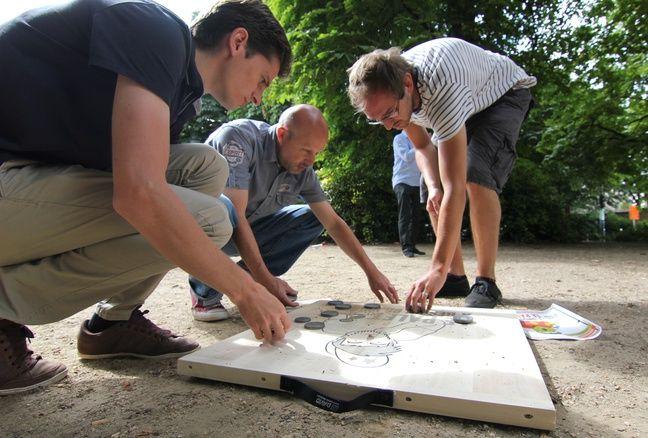 Le palet sur planche de bois est de plus en plus populaire en Bretagne.