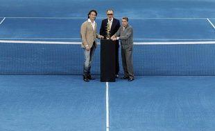 Ion Tiriac (au centre), le promoteur du tournoi de Madrid lors de la présentation de l'événement le 29 novembre 2011 Madrid.