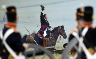 Le duc de Wellington, joué par le Néo-Zélandais Alan Larsen, mène ses troupes aux combats lors de la reconstitution de la bataille de Waterloo, le 19 juin 2015