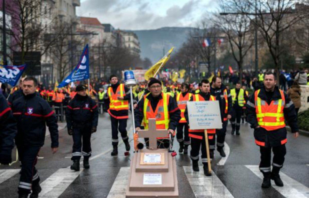 Manifestation de pompiers, le 13 février 2016 à Valence – ROMAIN LAFABREGUE AFP