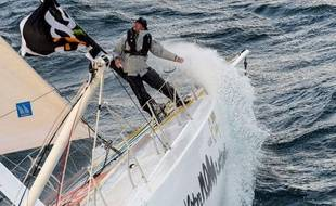 Bertrand de Broc règle les derniers détails avant le départ du Vendée Globe, le 10 novembre 2012.