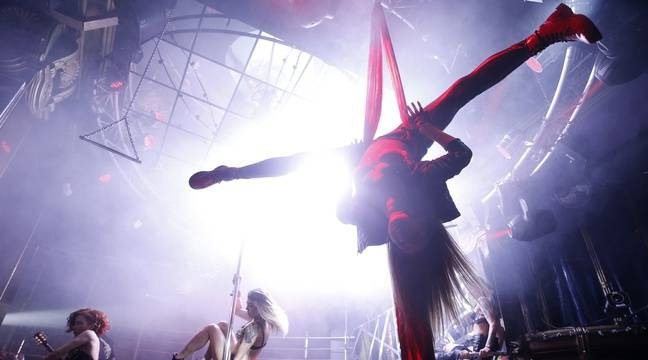Aux Etats-Unis, l'impressionnante chute d'une pole danseuse choque le pays