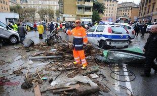 La grande ville portuaire de Gênes (nord-ouest) se relevait difficilement samedi d'inondations-éclair qui ont fait six morts dont deux fillettes et dévasté des quartiers entiers la veille, tandis que le front du mauvais temps s'étendait à d'autres régions.